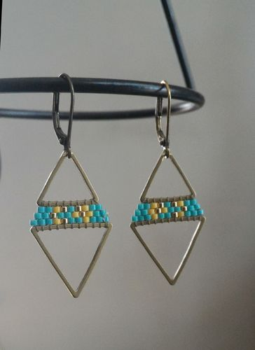 "Boucles ""Triangles Duo"" laiton turquoise et ocre"